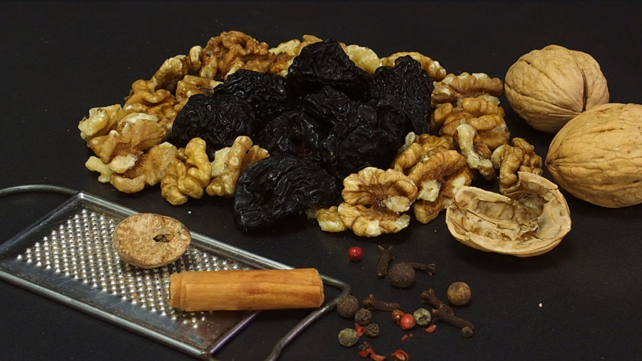 bioevmeos_-rolo-gemisi-prunes-and-walnuts